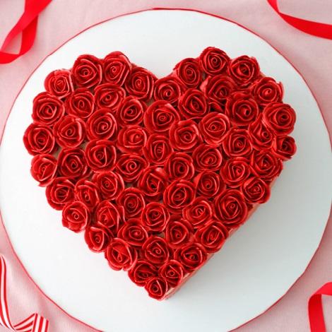 Online Heart shaped flower design Cake Delivery | GoGift