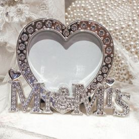 LOVE Letter Pearl Heart-shaped Frame
