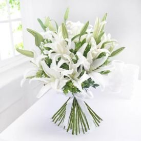 Bunch of 10 white lilies